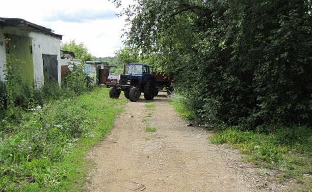 Мужчина погиб под колёсами собственного трактора