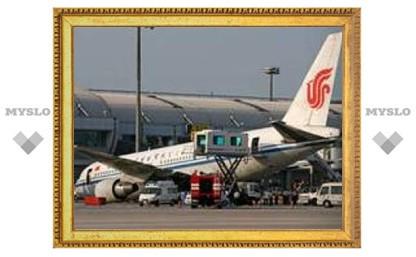 """У """"Боинга"""" в аэропорту Пекина сломалось шасси"""
