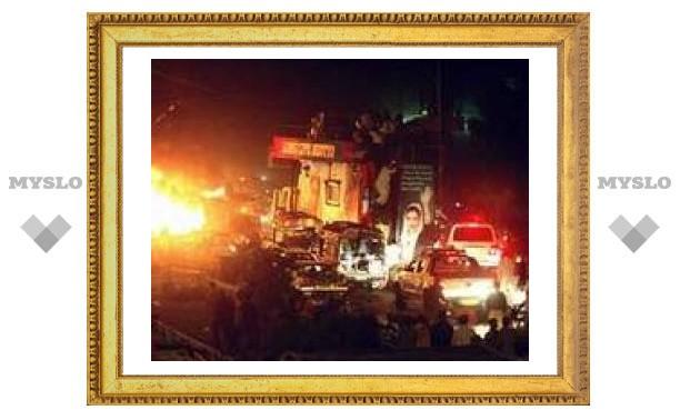 Число жертв теракта на пути кортежа Бхутто возросло до 78