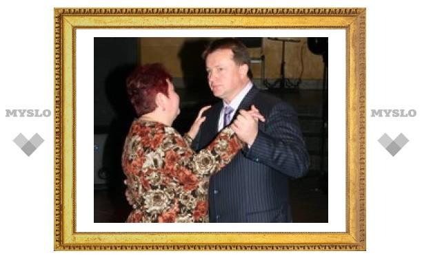 Губернатор танцевал с тульскими вдовами