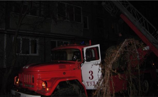 17 пожарных тушили горящую квартиру в Пролетарском районе
