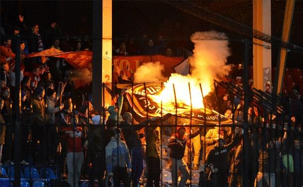 Полиция задержала трех болельщиков «Спартака», которые сожгли фанатскую атрибутику «Арсенала»