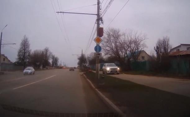 Загадка выезда на улицу Дмитрия Ульянова: автохамы или чудноватая организация движения?
