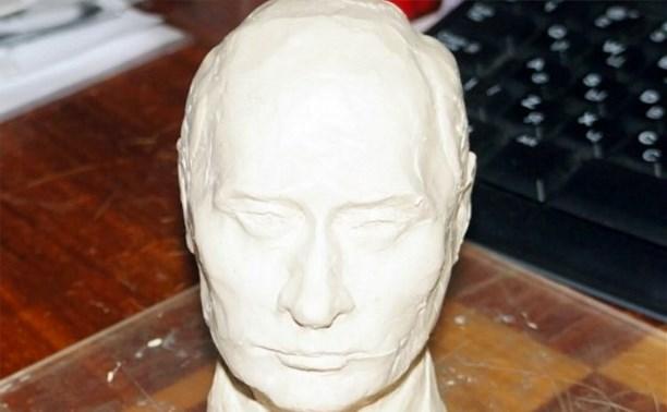 Кимовский депутат вылепил голову Владимира Путина