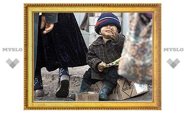Мать заставляла сына побираться на улице