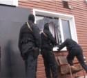 В Заречье спецназ штурмовал склад оборудования для подпольного казино