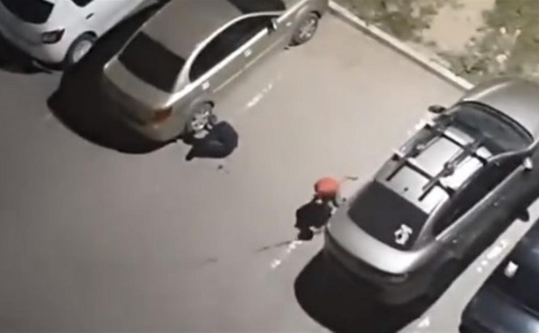 Воришки из «Тик-Тока»: в Скуратово дети сняли колпаки с колес машин