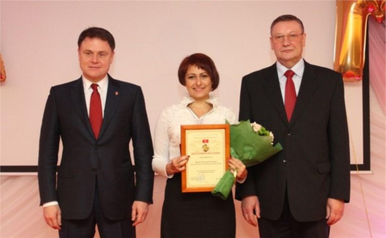 Владимир Груздев вручил тулячкам почётные знаки «Материнская слава»