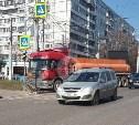 В Туле бензовоз снес дорожное ограждение