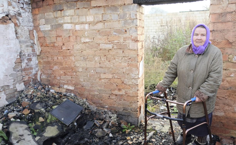 Власти не могут помочь погорелице из тульской деревни: «Слишком большая пенсия!»