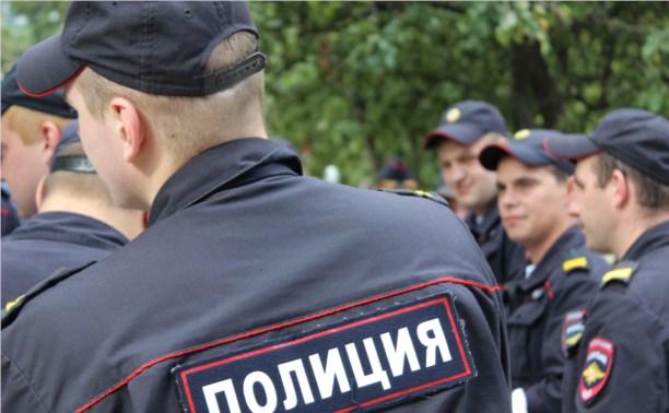В Новомосковске парень, чтобы покорить девушек, сбил камеру в конюшне и избил полицейского