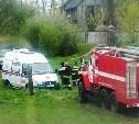 В Тульской области приехавшая на вызов скорая застряла в грязи, ее пытались вытащить пожарные и тоже застряли