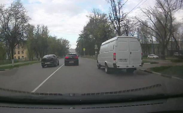 «Накажи автохама»: на ул. Кирова торопыга подрезал соседа и выехал на встречку
