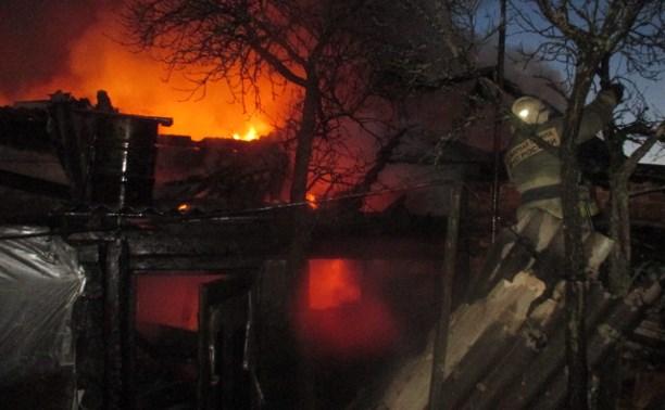 На пожаре в Узловой погибла женщина, мужчина отравился дымом