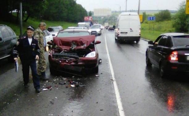 В тройном ДТП на Калужском шоссе пострадала женщина