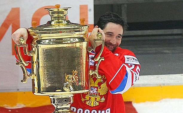 Сборной России по хоккею вручили тульские самовары
