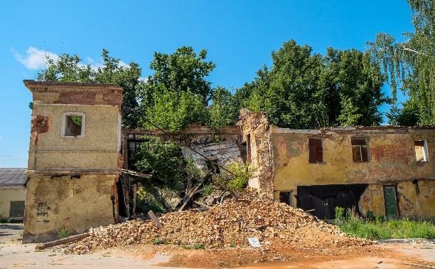 Фоторепортаж Myslo: В центре Тулы сносят здание бывшей военной части