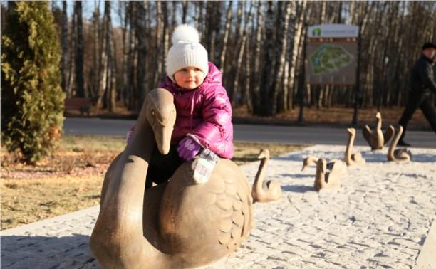 Супруга Владимира Груздева подарила Центральному парку новую скульптуру