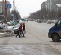 В центре Тулы под колеса авто попали две девушки