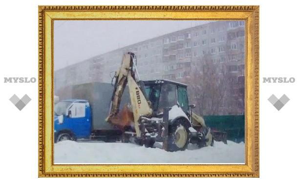 В Туле тракториста застали за накруткой километража вместо уборки снега?