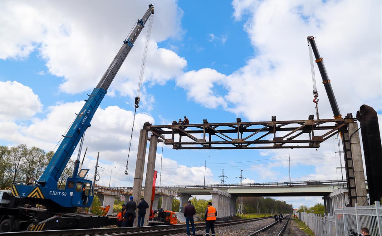 У Восточного обвода в Туле демонтировали заброшенный трубопровод над железной дорогой