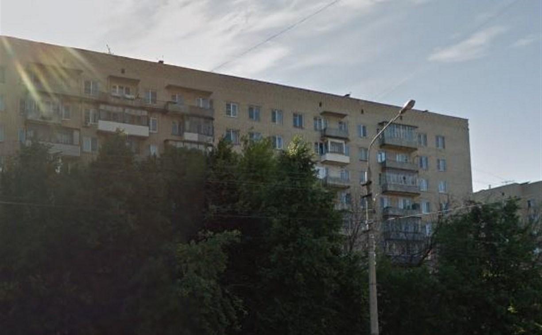 Из окна тульской многоэтажки выпал мужчина