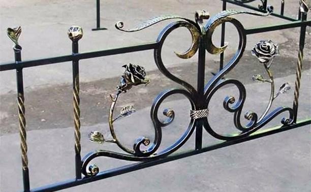 В Суворовском районе двое мужчин украли ограду с кладбища