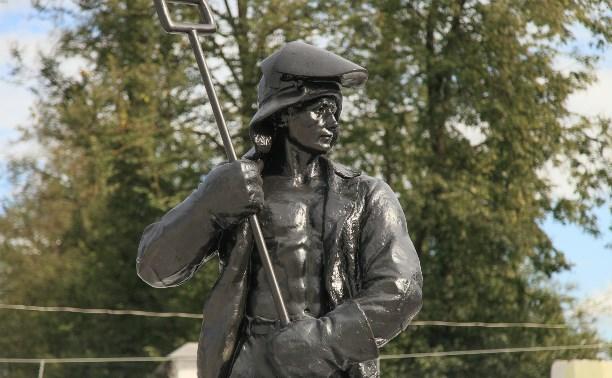 Возле ДК металлургов появился памятник тульским металлургам