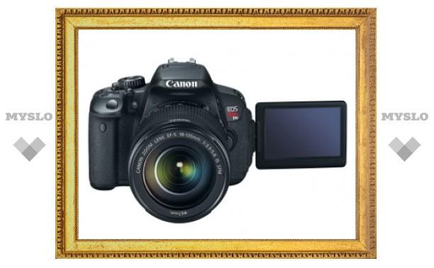 Canon представила первую зеркалку с сенсорным экраном