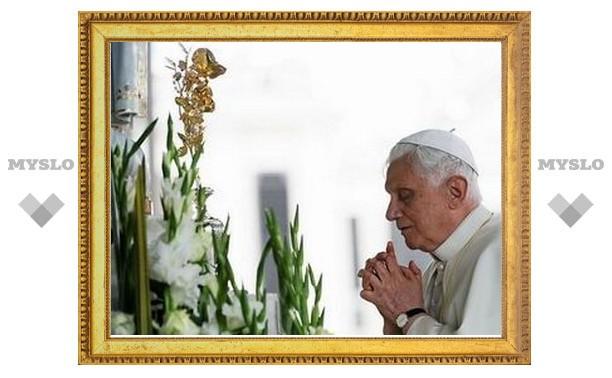 Бенедикт XVI прибыл в Фатиму