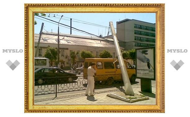 На проспекте Ленина упали столбы
