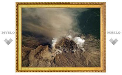 На Камчатке активизировались три вулкана