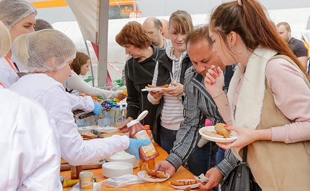 Гипермаркет «Глобус» устроил для гостей День шашлыка и гриля