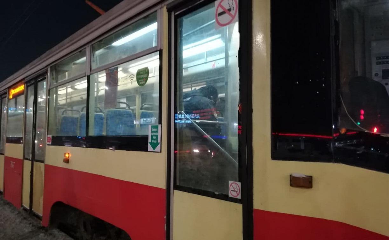 На проспекте Ленина из-за упавшей пассажирки встали трамваи