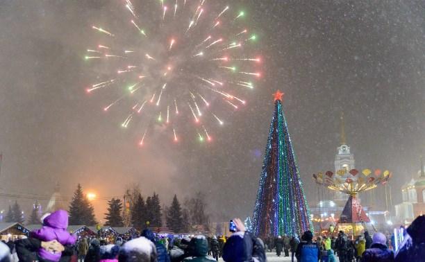 На площади Ленина прошло закрытие главной городской ёлки