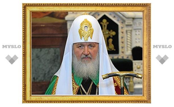 Патриарх призвал стоящих у гроба священника Даниила Сысоева к проповеди