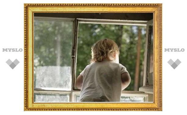 Трехлетняя девочка выпала из окна