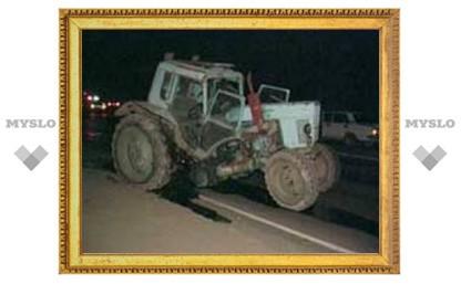 """Под Тулой """"девятка"""" столкнулась с трактором"""