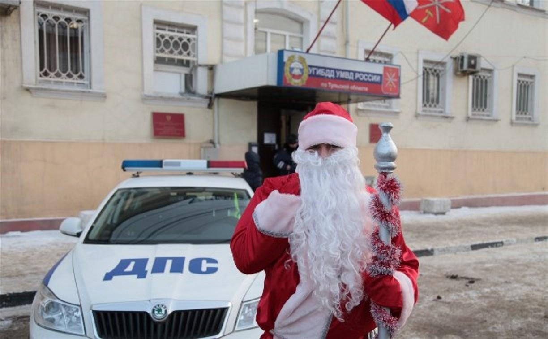 Новогодний патруль ГИБДД поздравил детей с Новым годом