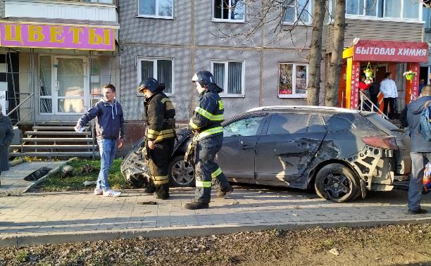 ДТП на ул. Металлургов в Туле: иномарка выехала на тротуар и сбила женщину