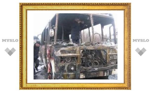 Под Тулой вспыхнул автобус