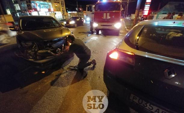 В аварии на улице Металлургов в Туле пострадала девушка