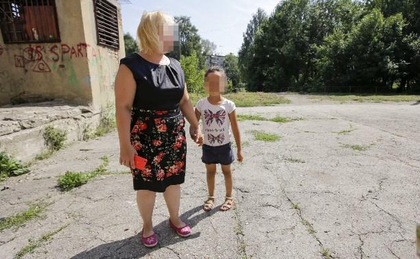 По факту истязания 5-летней девочки тульские следователи проводят проверку