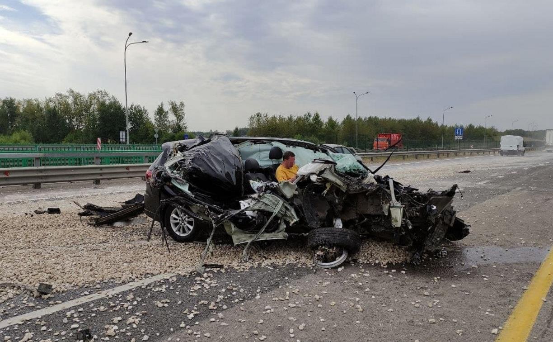 Момент жуткого ДТП попал на видео: водитель легковушки чудом остался жив