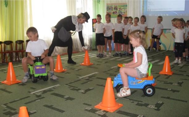 Сотрудники ГИБДД устроили праздник в тульском детском саду