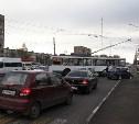 На проспекте Ленина из-за столкновения «Нивы» и троллейбуса образовалась автомобильная пробка