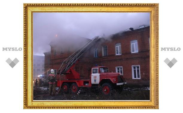 Пожарные спасли из горящего дома 15 жильцов