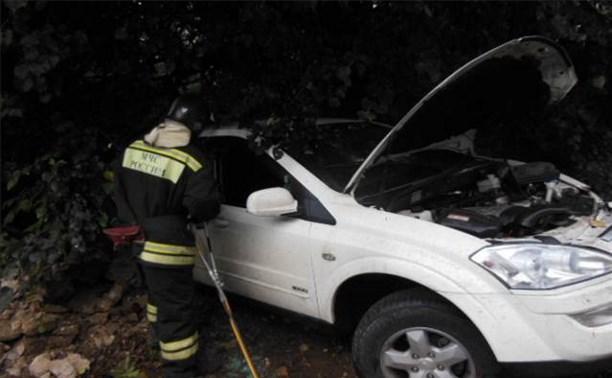 В Алексине в результате ДТП водитель оказался заблокирован в автомобиле