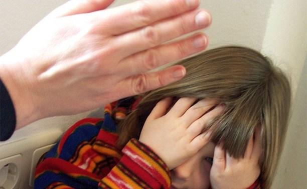 Пьяная жительница Суворовского района избила свою дочь на глазах у других детей