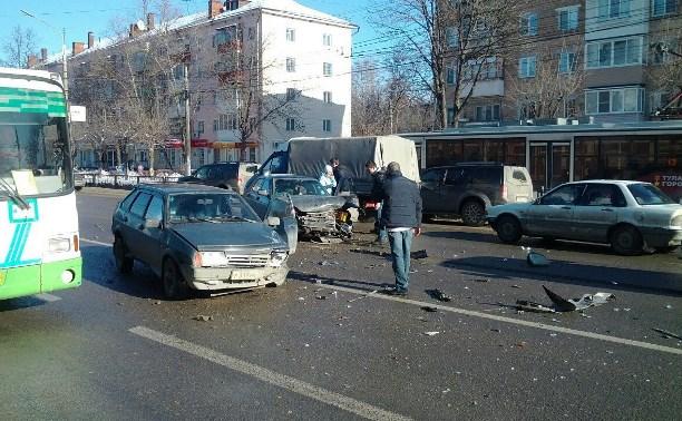 На проспекте Ленина столкнулись «Приора» и ВАЗ-2109